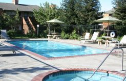 Meadowrock Apartments pool